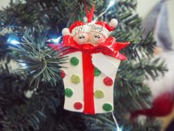 Couple Present Ceramic Hanging Present