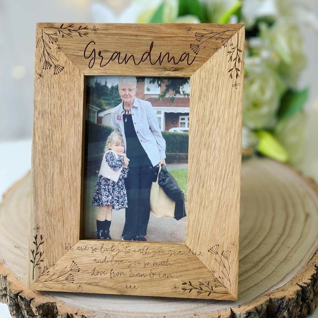 Personalised Oak Frame Floral Design ***GUARANTEED FOR MOTHER'S DAY***